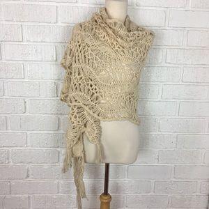 HANDMADE | cream knit shawl